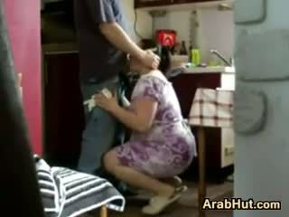 Thick amateur arab chick gets geneukt
