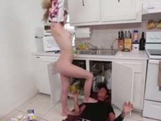 Sydney a blondīne pusaudze gets fucked grūti līdz a plumber