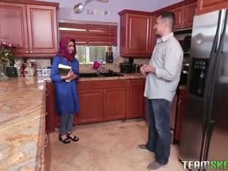Грудаста arab підліток gets a гаряча сперма filling
