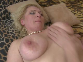 Busty Natural Mature Mother Seduce Lucky Son: Free Porn 55