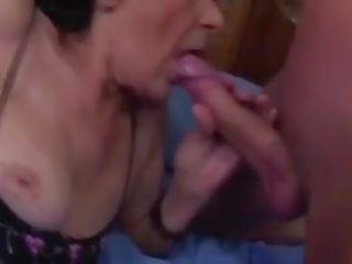 Vecs vecmāmiņa un jauns dzimumloceklis, bezmaksas matainas porno 85