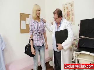 Blond paris külastus gynoclinic kuni olema tema tussu gyno examined