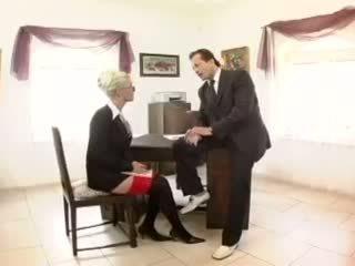 Kathy anderson - krūtainas sekretāre fucked uz zeķe un a garter