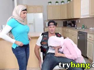 tits giả, ngực lớn, arab