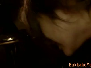 Vies bukkake aziatisch slet gets soaked