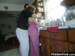Gemuk pasangan having seks di itu dapur