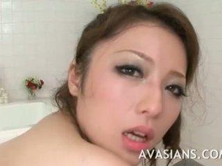 Pieptoasa japonez mama likes ea adanc în the baie
