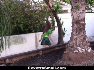 Exxxtrasmall - pequeña chica scout follada por enorme polla