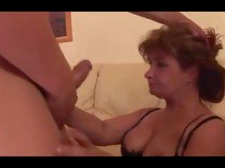 Възрастни hussy receives an анално крем пай, порно a9