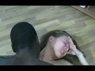 Černý guy značky blondýnka dospívající