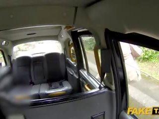 Fake taxi driver gets vairāk nekā a zibspuldze no amber jayne