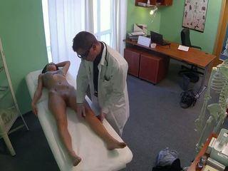 Skvostné pole dancer fucked podľa doktor v fake