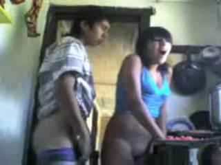 Monada columbian chica follada desde detrás en la cocina vídeo