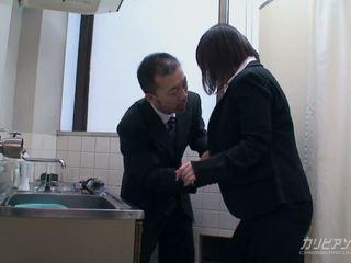 Asiática escritório miúda gets nailed por dela chefe