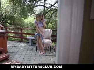 Mybabysittersclub - liten och nätt bebis sitter fångad masturberar