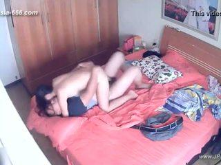 Hackers utilisation la camera à remote monitoring de une lover's maison life.8