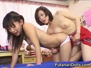 Futanari wiek dojrzewania pieprzenie i jizzing!