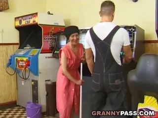 おばあちゃん, おばあちゃん, 成熟する
