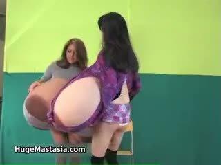 Sexy asiatisch mieze rina mit enorm brüste part3