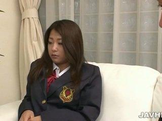 Japans schoolmeisje toying en zuigen