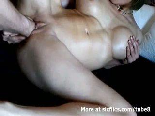 Rondborstig milf double fist geneukt naar een wild orgasme