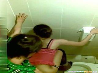 Voyeur öffentlich toilette sex video