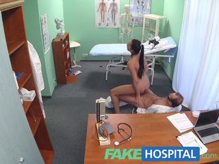 Fakehospital doktor needs die krankenschwester bis hilfe ihm mit seine meister plan