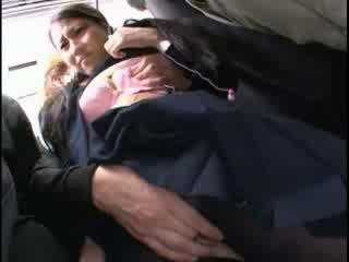 Innocent nana peloté à orgasme sur une bus