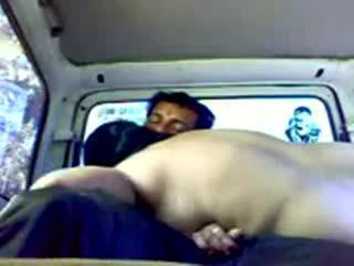 Dogging ινδικό ζευγάρι σε αμάξι βίντεο