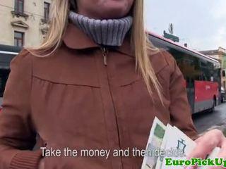 Euro girlnextdoor sucks dzimumloceklis par sīknauda