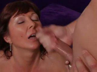 Porno žvaigždė desi foxx gets jos burna rewarded su varpa sauce po a sunkus slam