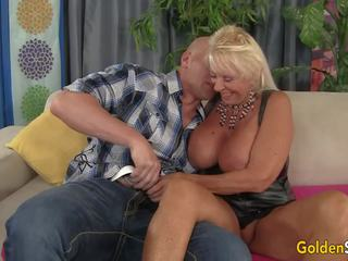 Floppy titted vecmāte fucks a bald guy, porno c3