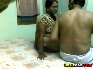 印度人 aunty 和 an 老 guy