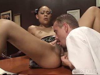 Pievilcīgas hussy throat lessons