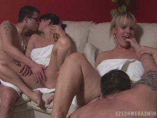 hardcore sex, orální sex, skupinový