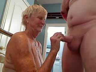 70.y.o vecmāmiņa mīlestība liels vecs dzimumloceklis