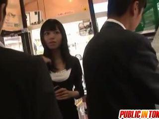 Aino gets gotak of stranger in awtobus