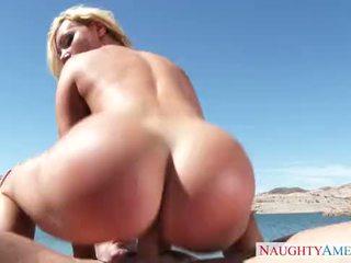 Nikki benz 性別 上 該 海灘