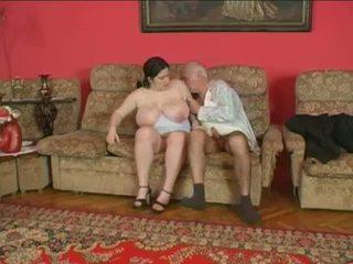 Пухка ціпонька і старший людина
