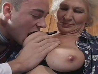 büyükanne, büyük doğal göğüsleri, çorap