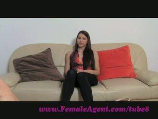 Femaleagent. virgin lésbica