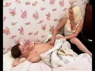 Pasionat mama mărci baiat penis greu cu fierbinte muie și labareala.