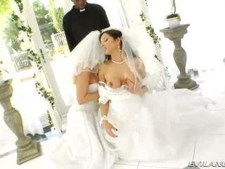 Lusty liels krūtis brides pakaļa destroyed