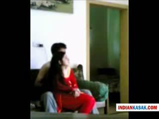 Indiškas desi policija vyras enjoying su jo gf į namai iki pornraja