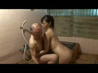 יפני nurs taking טיפול על סבא וידאו