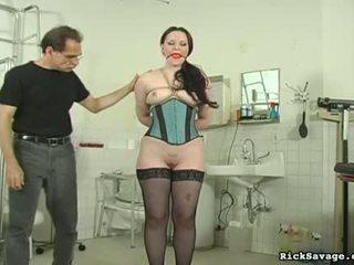 Seksuālā kuce gets hog tied un tittortured