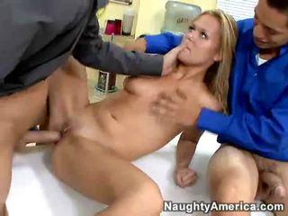 Two cocks ir nav pietiekami par viņai