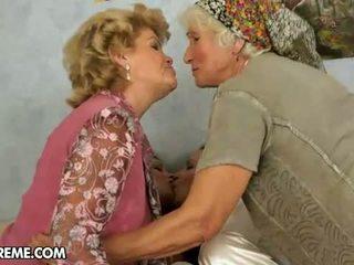 vecenīte, lesbiete, moms un tīņi