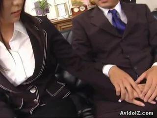 Sexy thư ký satomi maeno touches an xấu xí tinh ranh!