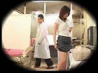 Uitgebuit door haar gynecologist